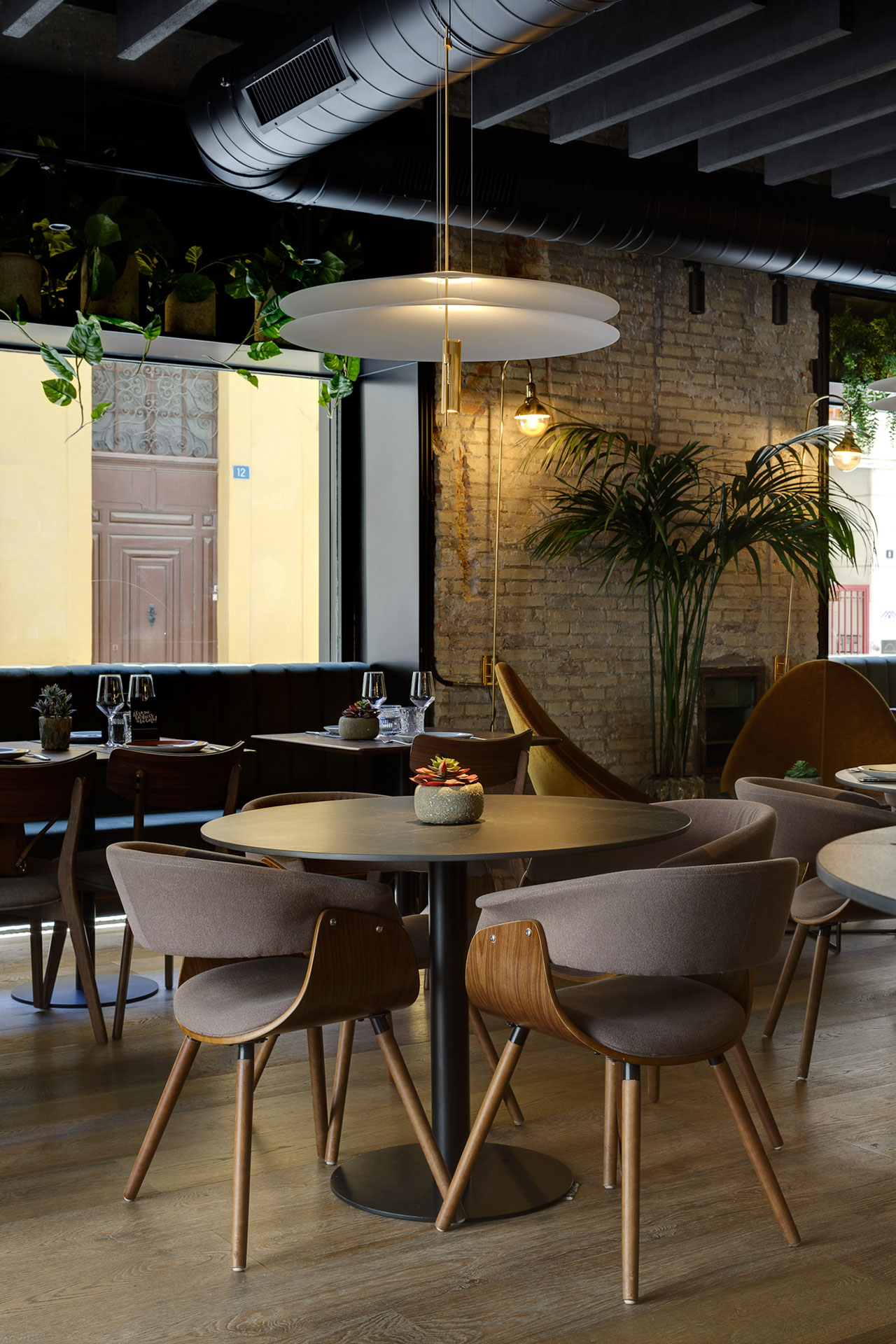 Proyecto de interiorismo y decoración para restaurante de cocina internacional