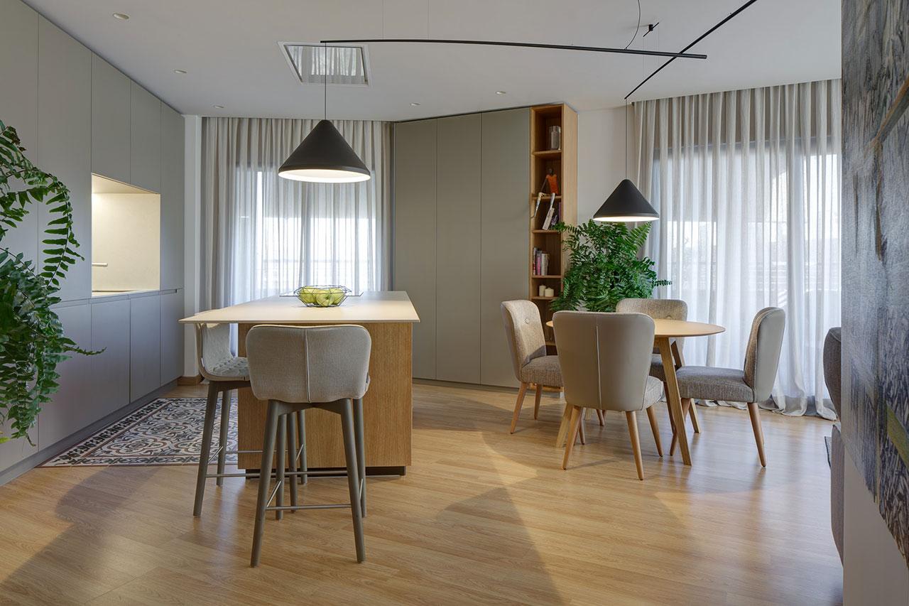 Reforma de vivienda de estilo moderno con cocina americana