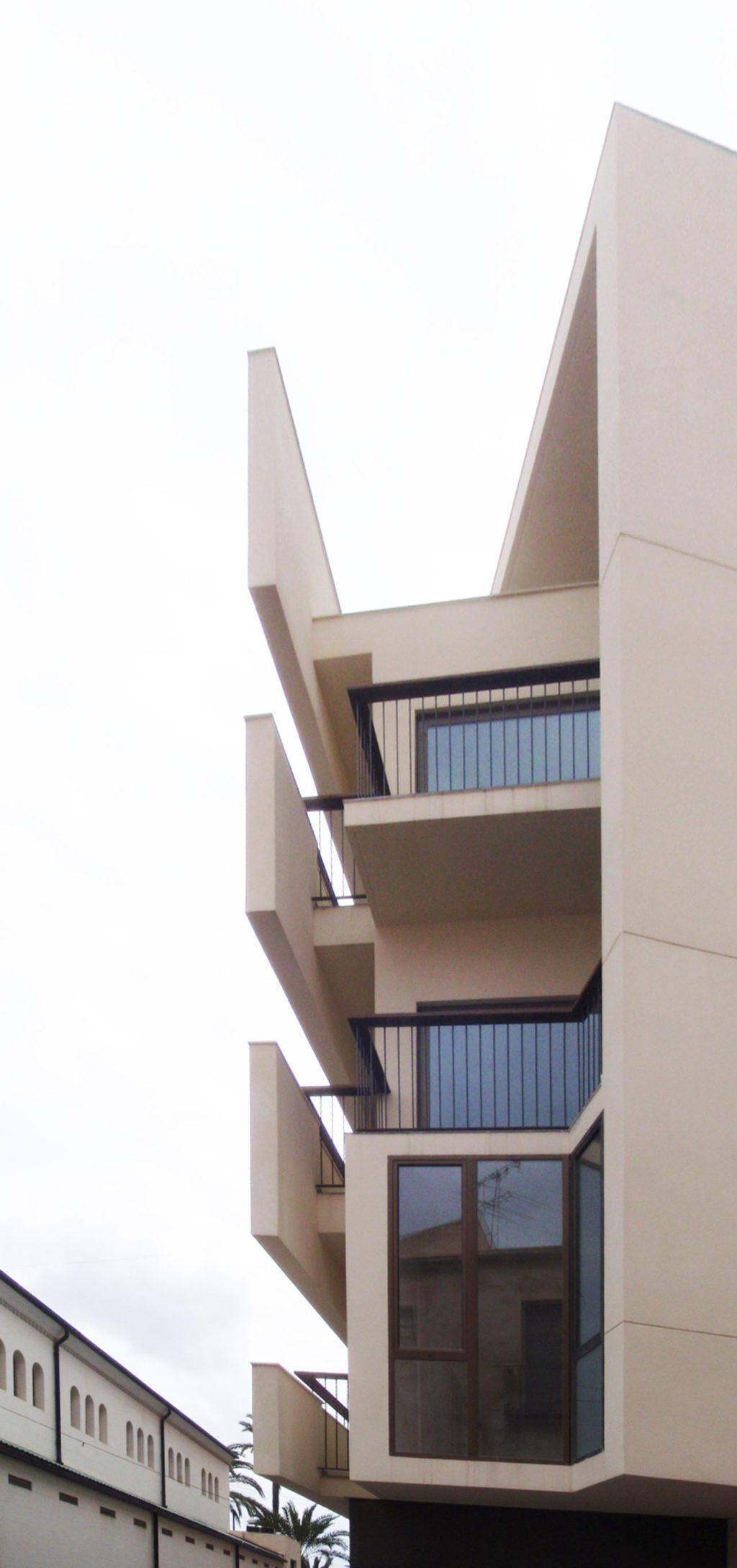 Proyecto de construcción de edificio viviendas con fachadas a dos orientaciones