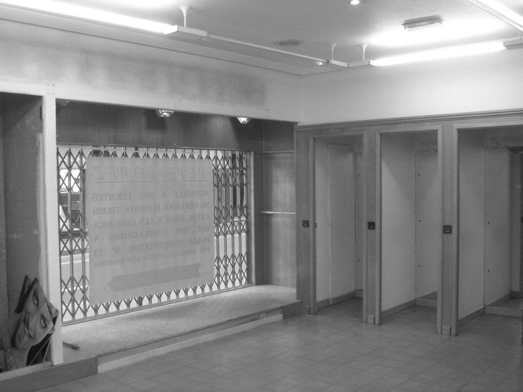 Reforma proyecto retail con estilo neoyorkino para óptica Sojo. Foto estado previo