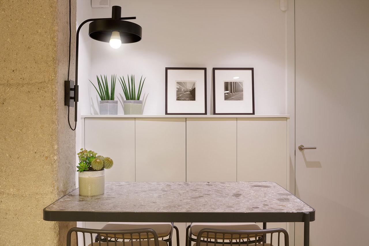 Reforma de vivienda familiar con redistribución de espacios ganando en amplitud y luminosidad